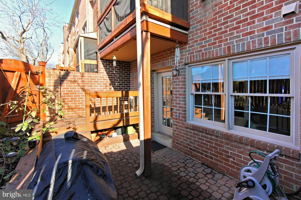 Fenced-In Backyard Area with Paver Patio - 608A N TAZEWELL ST, ARLINGTON