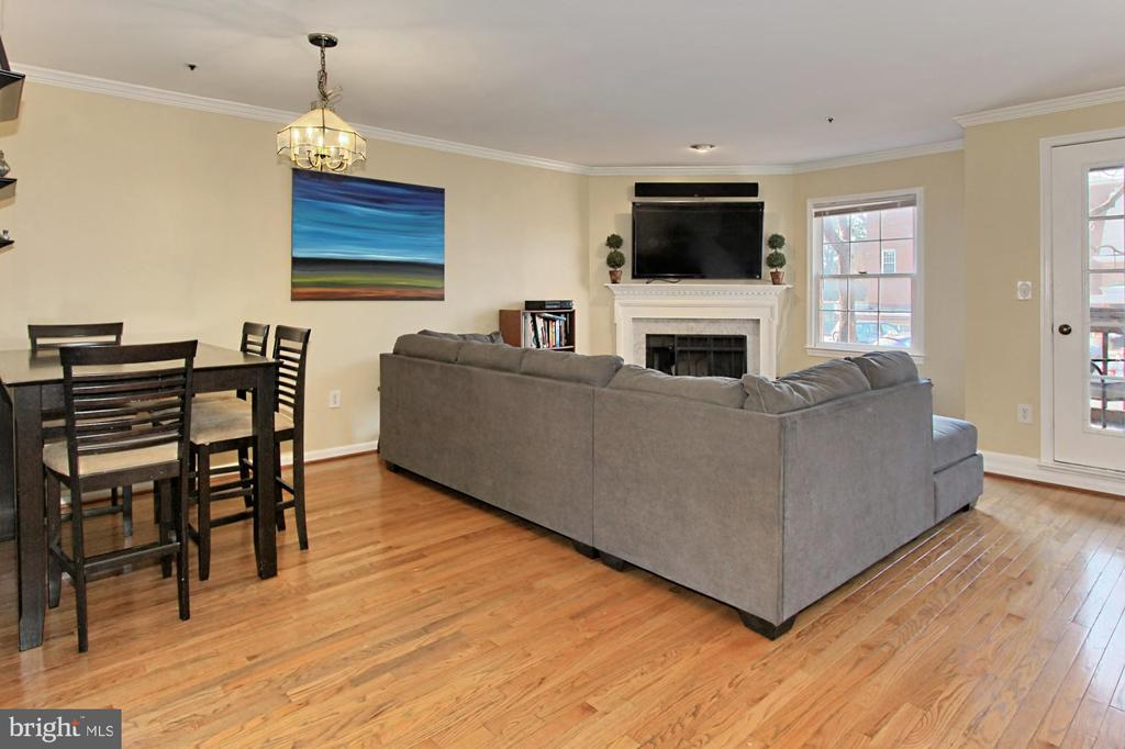 Dining/Living Room Combo with Hardwood Floors - 608A N TAZEWELL ST, ARLINGTON