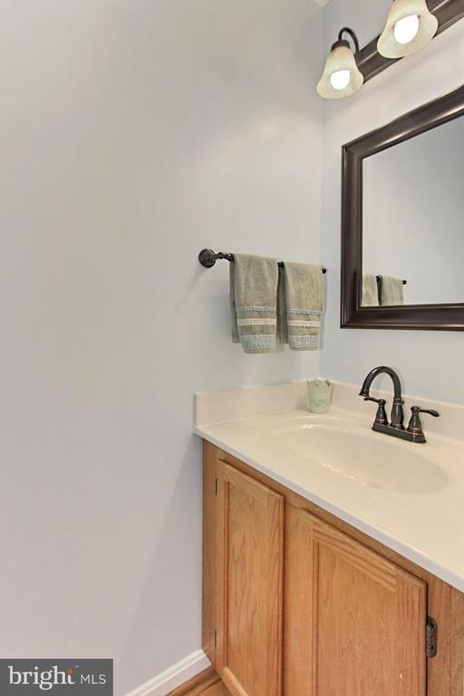 Main Level Powder Room - 608A N TAZEWELL ST, ARLINGTON