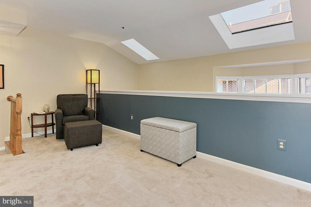 Upper Level 1 Loft Area with New Carpeting - 608A N TAZEWELL ST, ARLINGTON