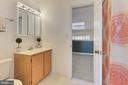Upper Level 1 Full Bathroom - 608A N TAZEWELL ST, ARLINGTON