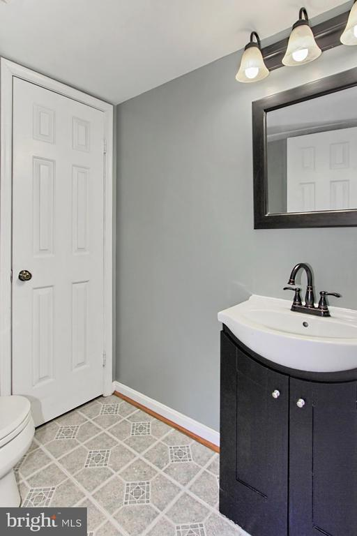 Lower Level Half Bathroom - 608A N TAZEWELL ST, ARLINGTON