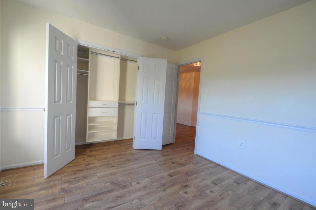 Custom shelving in all closets - 20974 ALBION LN, ASHBURN