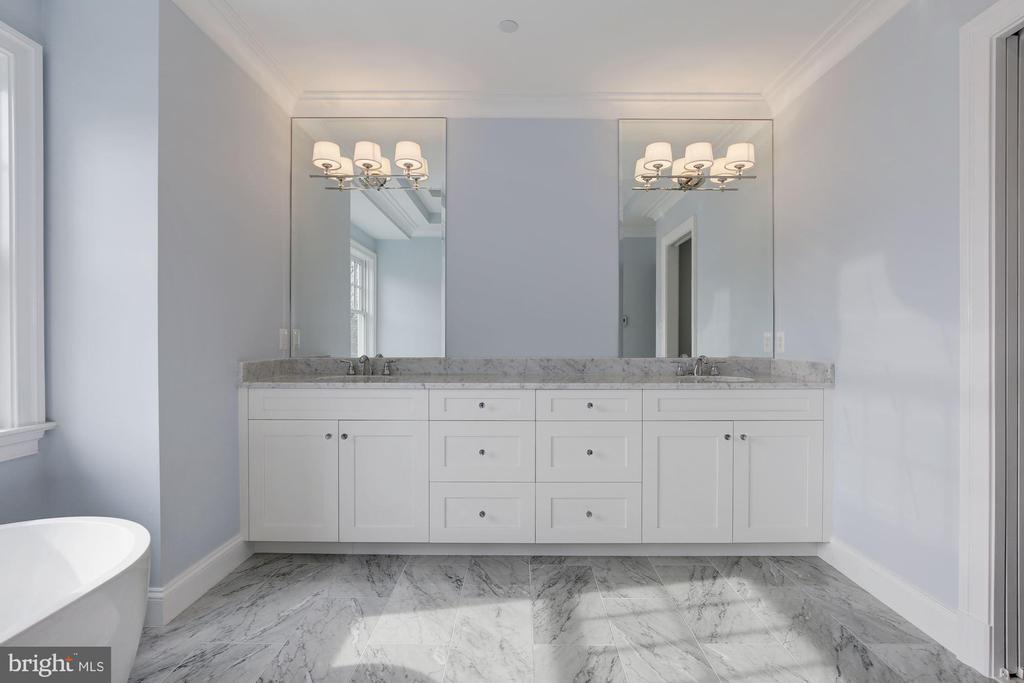 Master bathroom - 4522 CHELTENHAM DR, BETHESDA