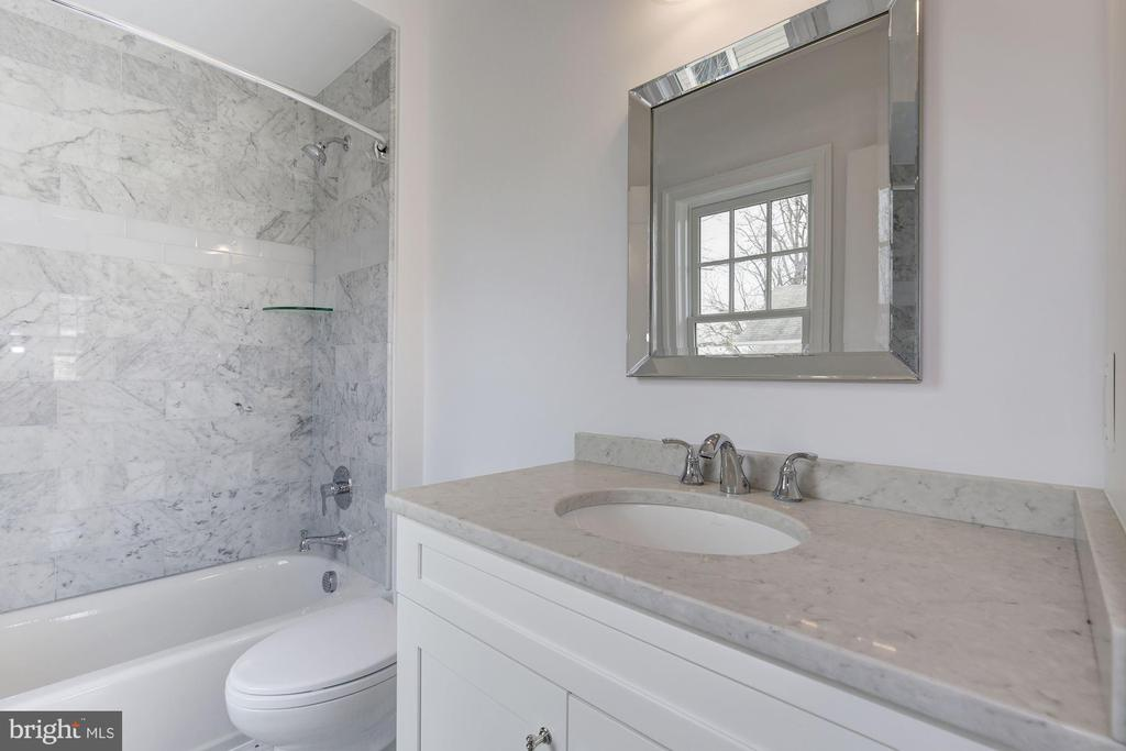 Third floor bathroom - 4522 CHELTENHAM DR, BETHESDA