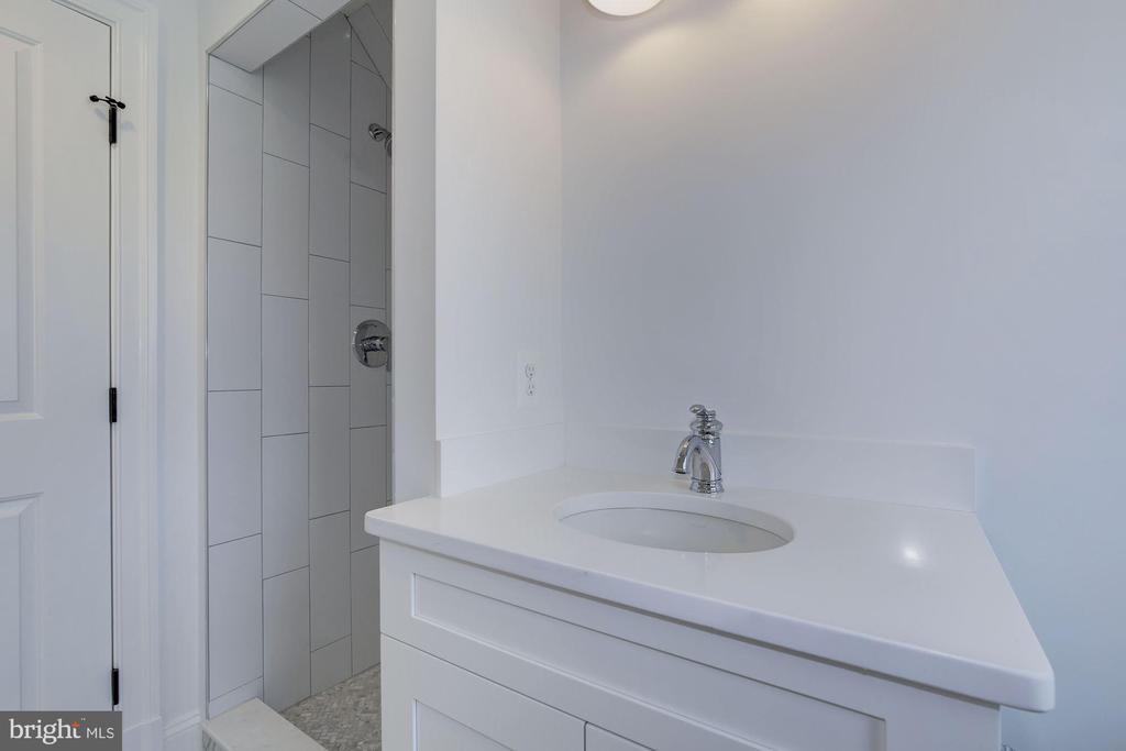 Third floor full bathroom - 4522 CHELTENHAM DR, BETHESDA