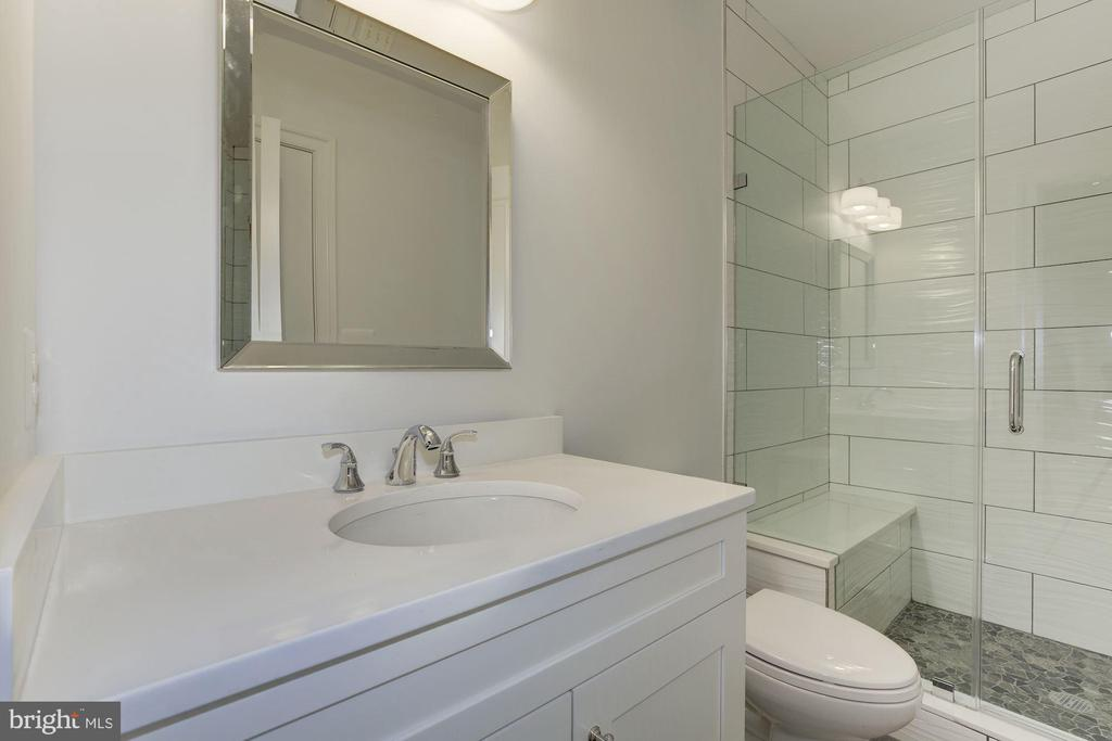Low level full bathroom - 4522 CHELTENHAM DR, BETHESDA