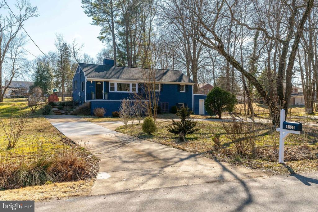 Updated, Modern Home on Large Lot - 5209 CEDAR RD, ALEXANDRIA