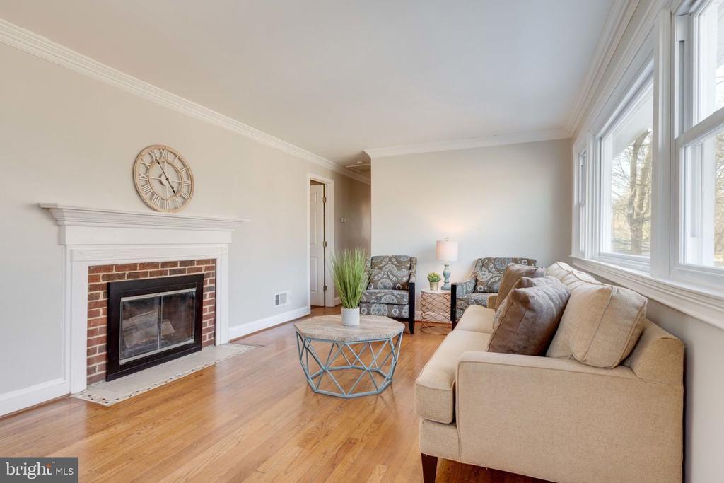 Living Room with Fireplace - 5209 CEDAR RD, ALEXANDRIA