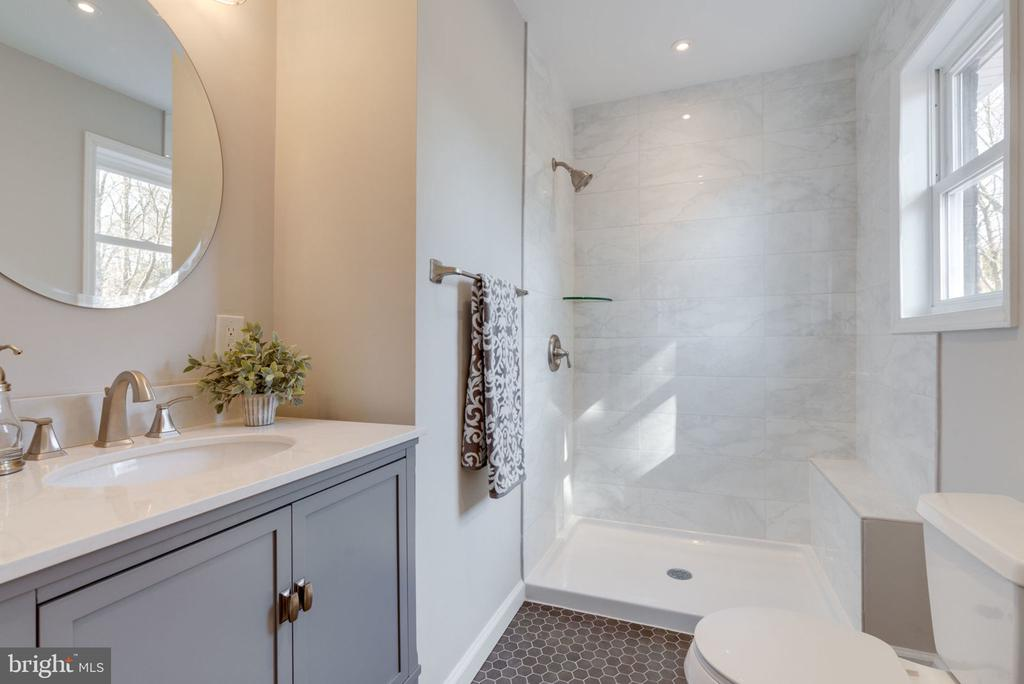 Master Bathroom - 5209 CEDAR RD, ALEXANDRIA