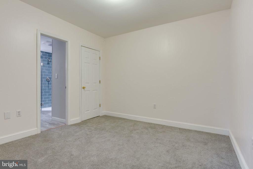 Basement Bedroom - 5209 CEDAR RD, ALEXANDRIA