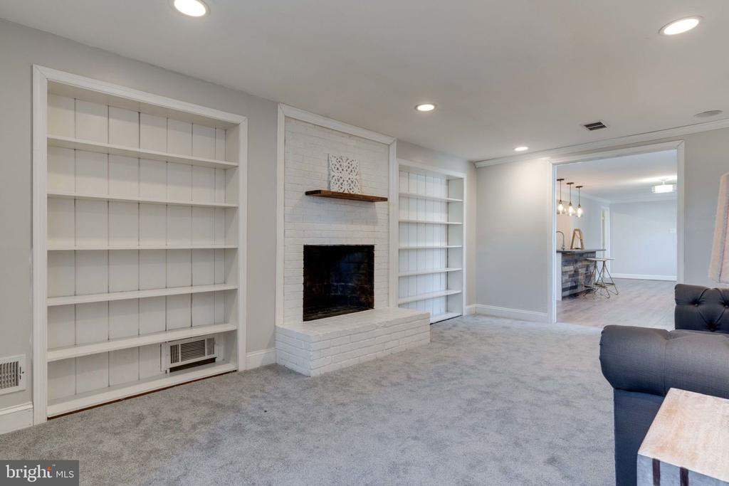 Built-In Cabinets and Fireplace - 5209 CEDAR RD, ALEXANDRIA