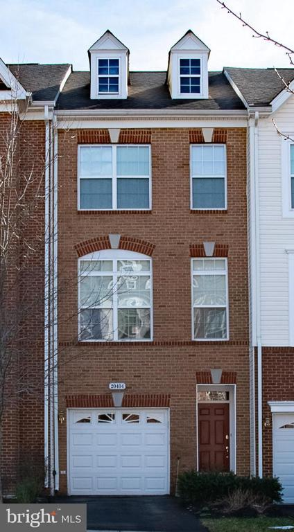 Brick townhome in peaceful Ashburn location - 20404 TRAILS END TER, ASHBURN