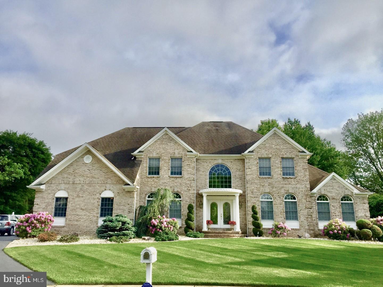 Enfamiljshus för Försäljning vid 4 ERNIES Court Hamilton, New Jersey 08690 Förenta staternaI/Runt: Hamilton Township