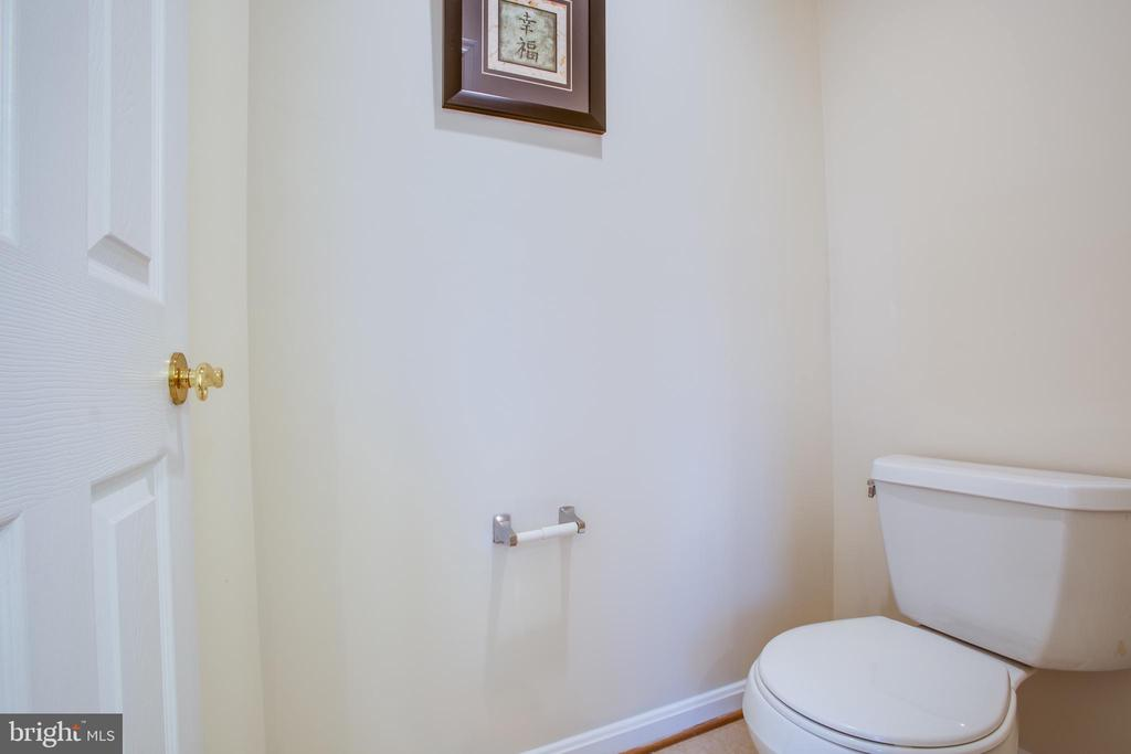 Water closet in master bath - 9603 MASEY MCQUIRE CT, LORTON