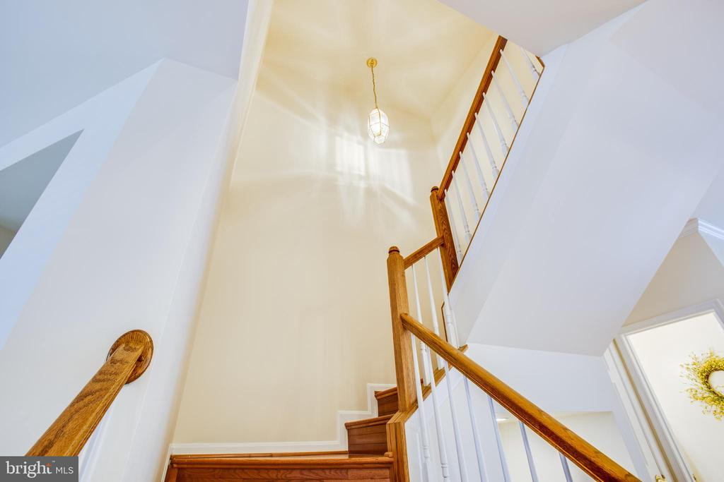 Stairway to heaven! - 9603 MASEY MCQUIRE CT, LORTON