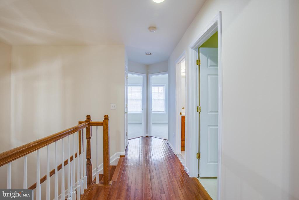 Upper level hallway - 9603 MASEY MCQUIRE CT, LORTON
