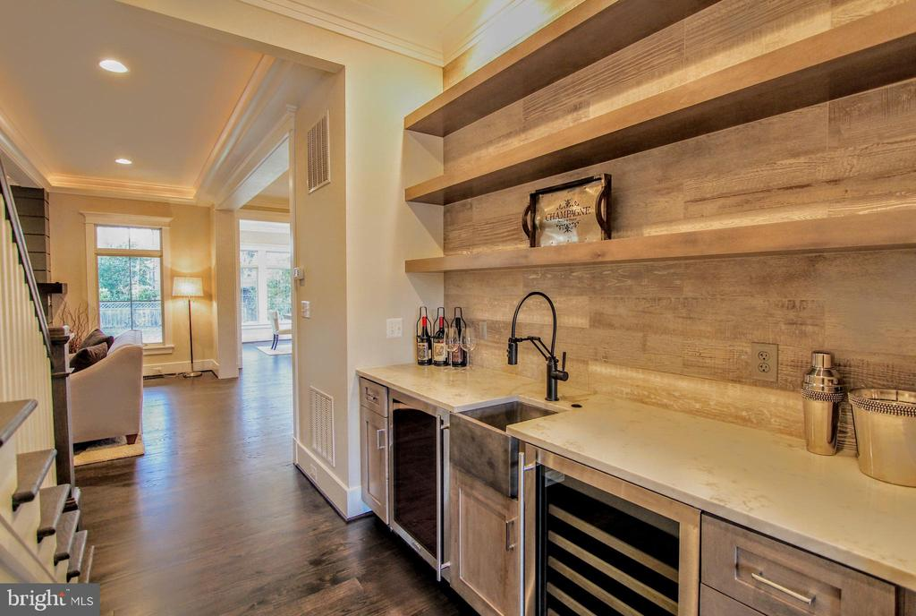 Butler's pantry (optional), of similar model - 222 LOVERS LN NW, VIENNA