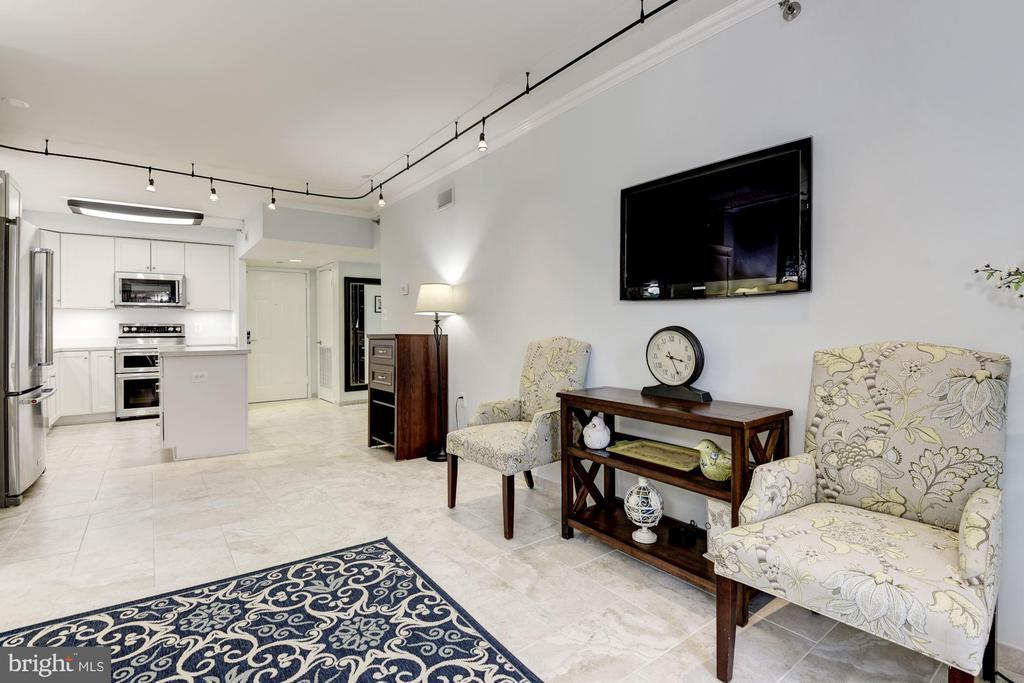 Living/Dining Room - 1001 N RANDOLPH ST #205, ARLINGTON