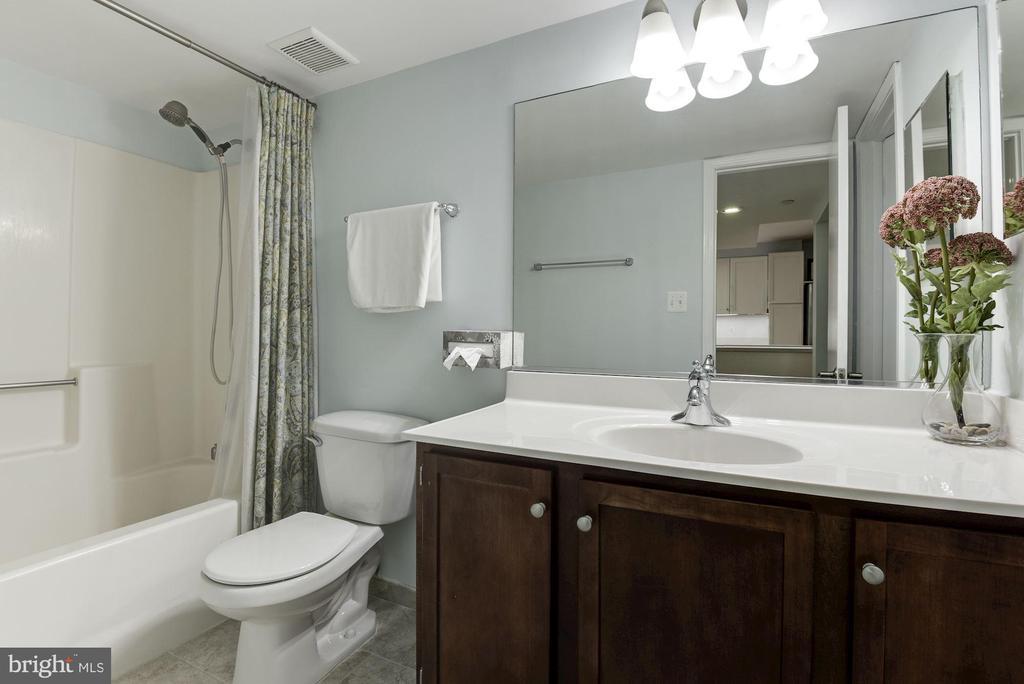 Bathroom - 1001 N RANDOLPH ST #205, ARLINGTON