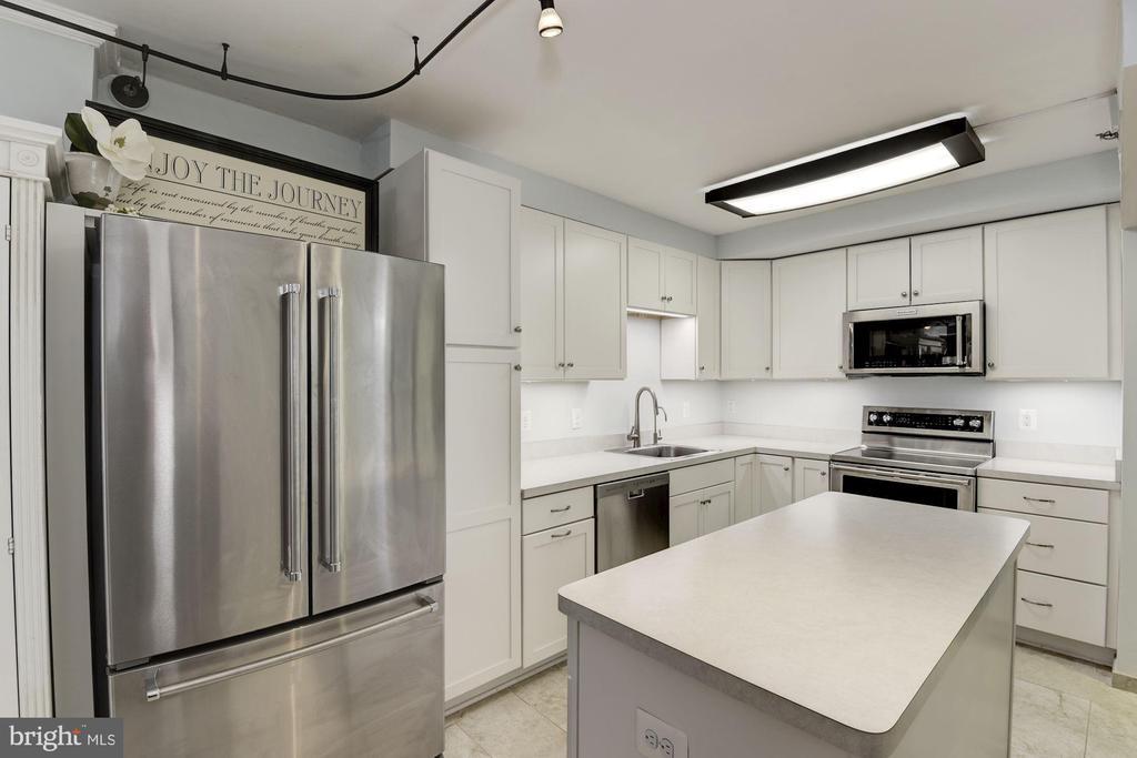 Kitchen Island - 1001 N RANDOLPH ST #205, ARLINGTON