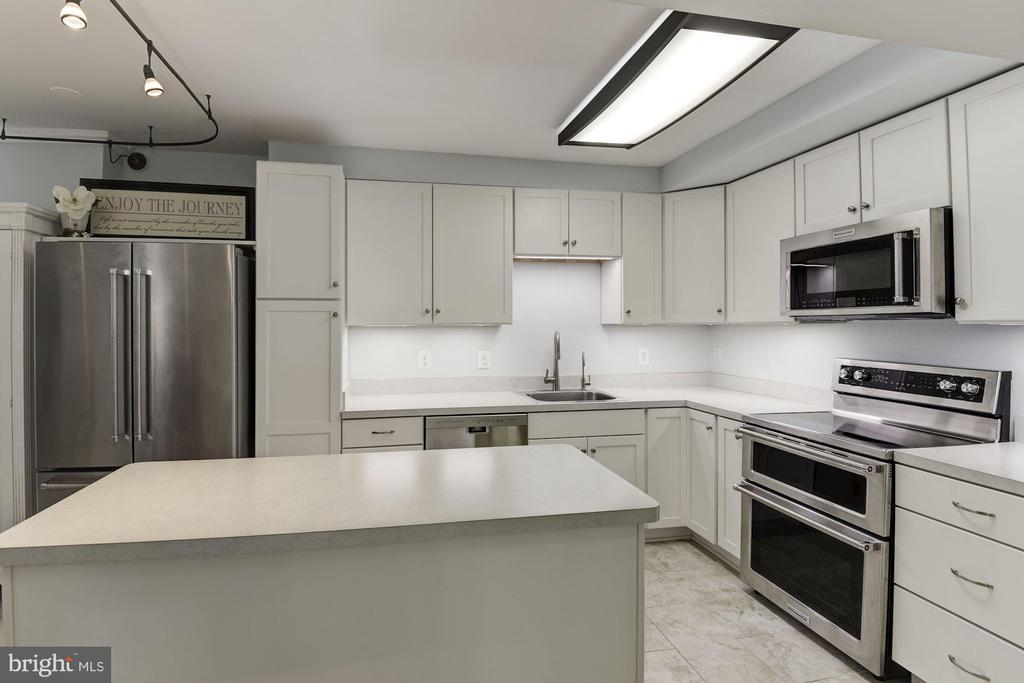 Kitchen - 1001 N RANDOLPH ST #205, ARLINGTON