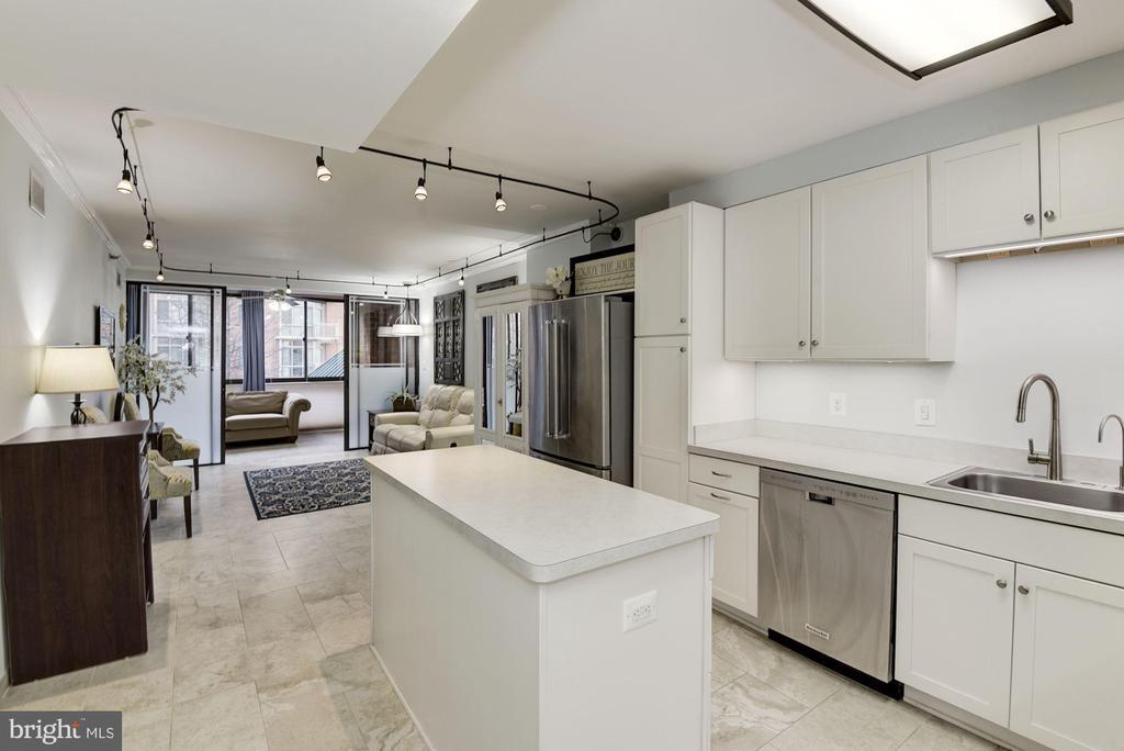 Kitchen With Island - 1001 N RANDOLPH ST #205, ARLINGTON