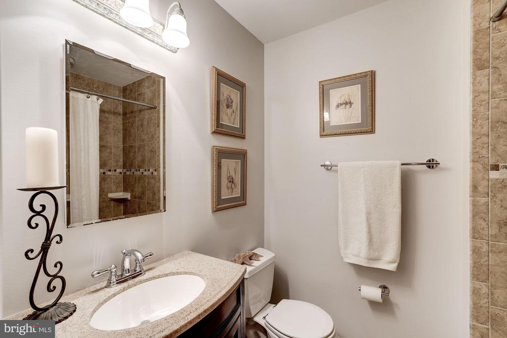 Hall Bath - 1406 EARNSHAW CT, RESTON