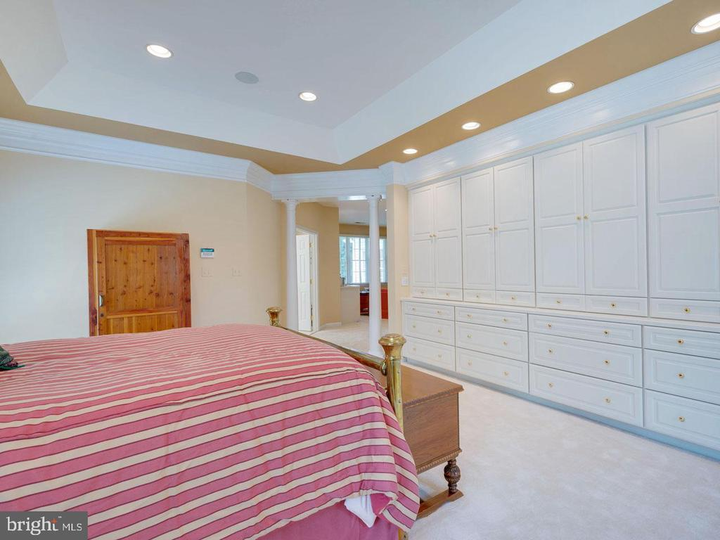Master Bedroom (showing built-ins) - 7304 AUBURN ST, ANNANDALE