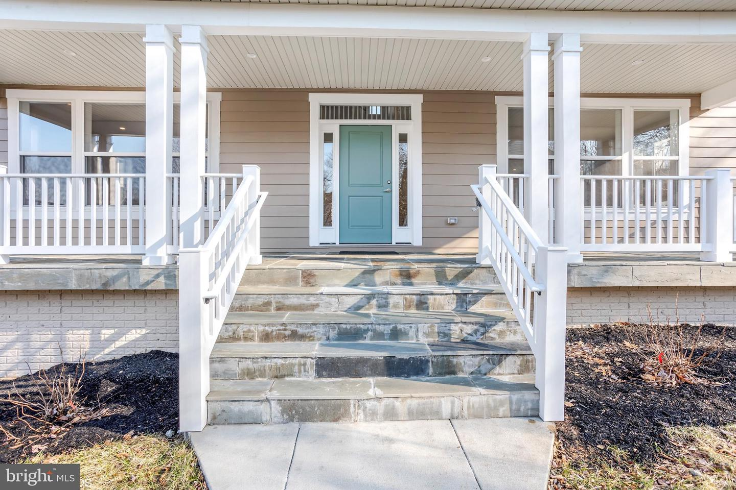 Additional photo for property listing at 1391 Dominion Ridge Ln Herndon, Virginia 20170 United States