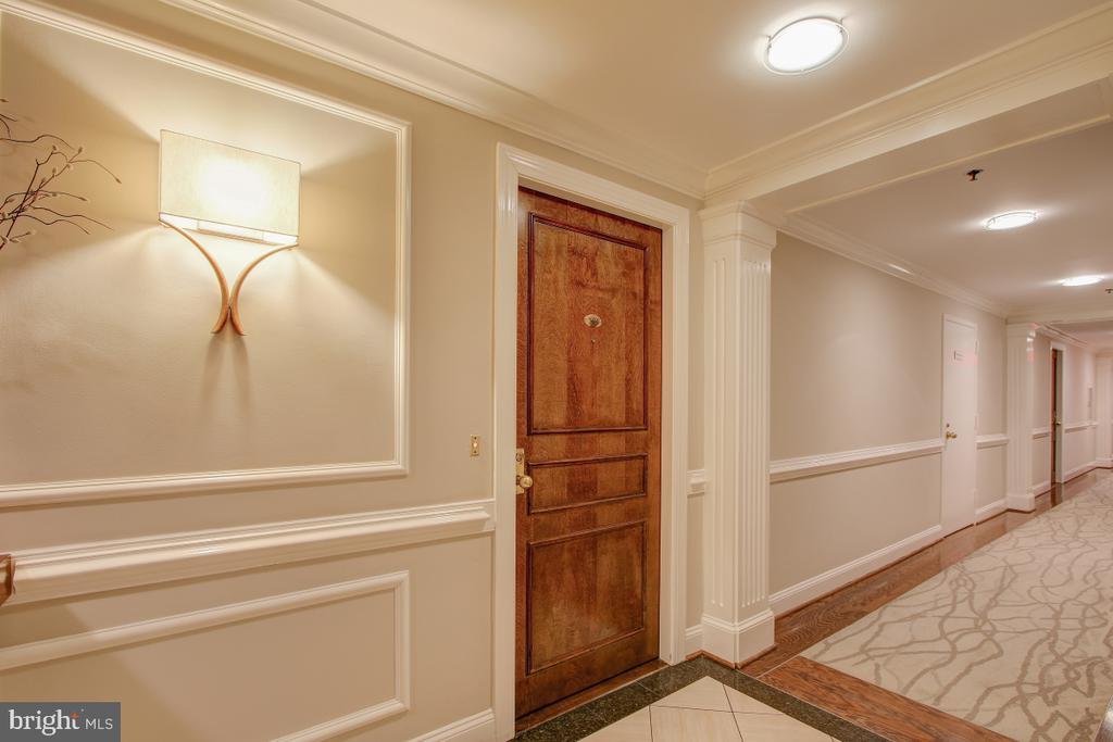 Entry door to Residence 305 - 1401 N OAK ST N #305, ARLINGTON