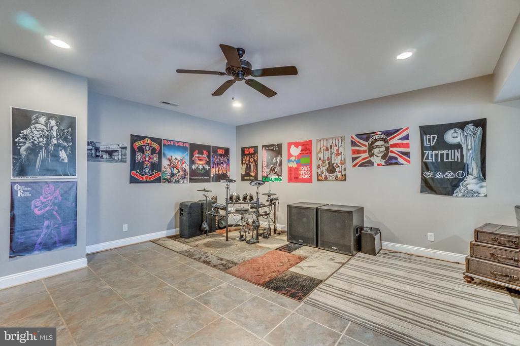 Basement is Above Grade with Lots of Natural Light - 70 ALDERWOOD DR, STAFFORD