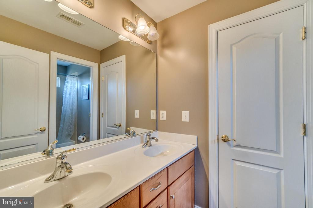 J&J Bathroom with Double Sinks - 70 ALDERWOOD DR, STAFFORD