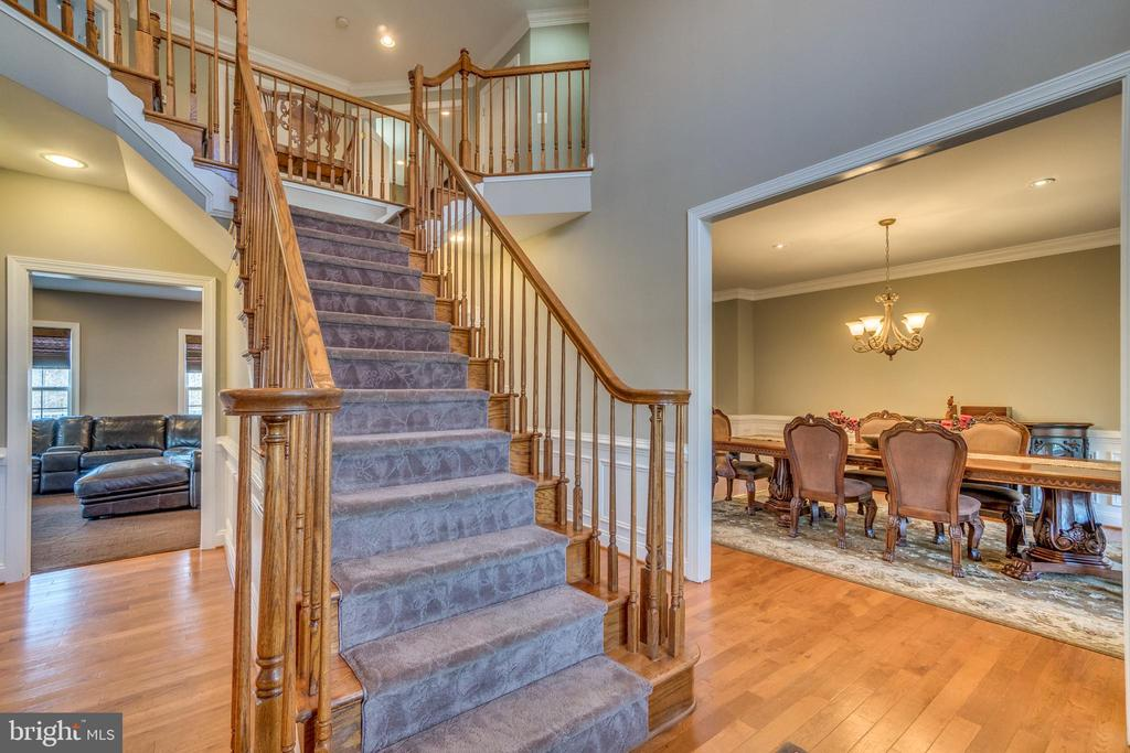Grand Entry Bifurcated Staircase is stunning - 70 ALDERWOOD DR, STAFFORD