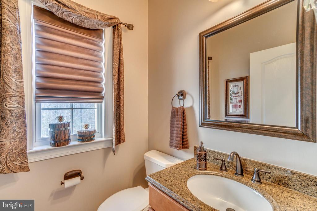 Powder Room with High End Finishes - 70 ALDERWOOD DR, STAFFORD