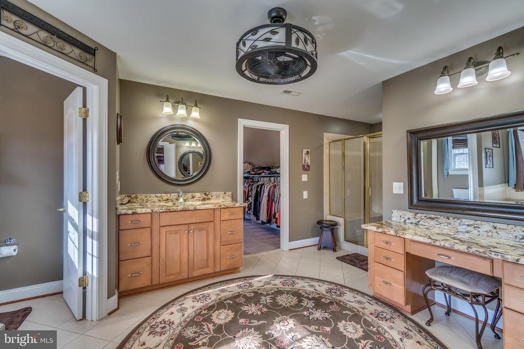 Master Closet Access Through Master Bath - 70 ALDERWOOD DR, STAFFORD