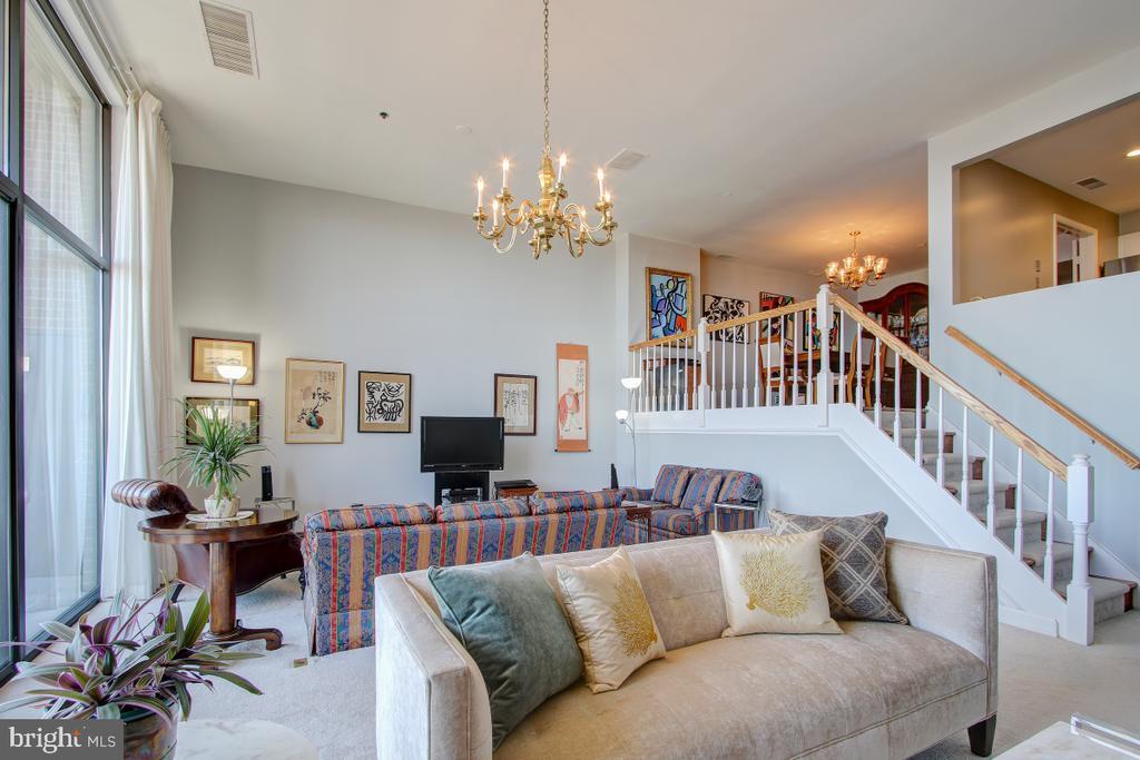 Huge Great Room  with steps to Dining Room - 1401 N OAK ST N #305, ARLINGTON