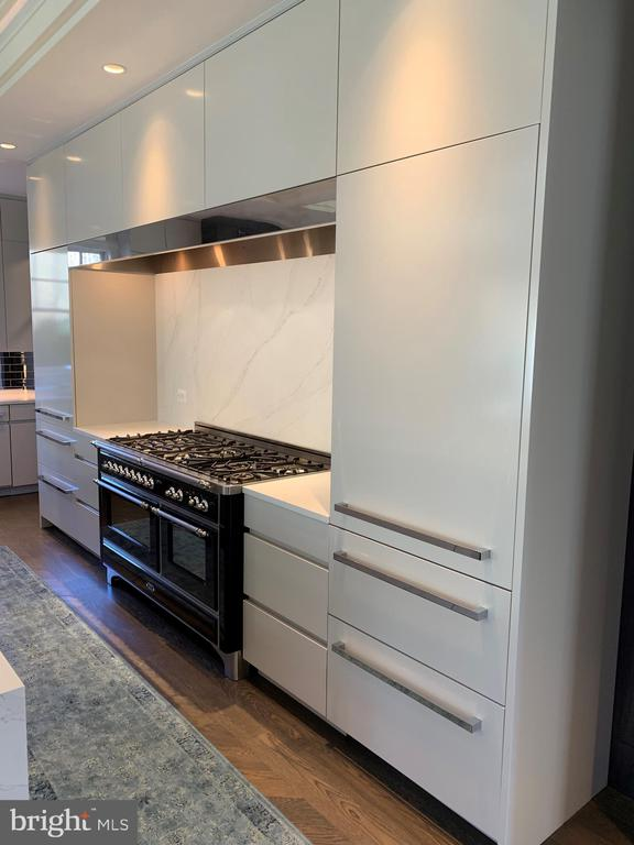 ILVE range flanked by 2 fridges+4 freezer drawers - 7301 DULANY DR, MCLEAN
