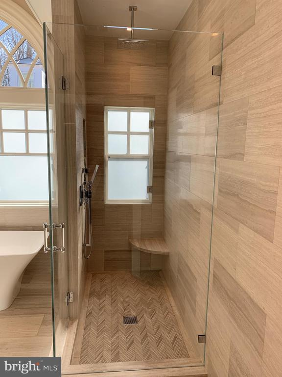 Luxurious stone shower - 7301 DULANY DR, MCLEAN