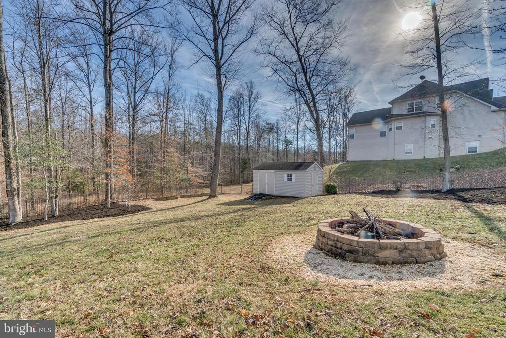 This house is designed for parties! Firepit Area - 70 ALDERWOOD DR, STAFFORD