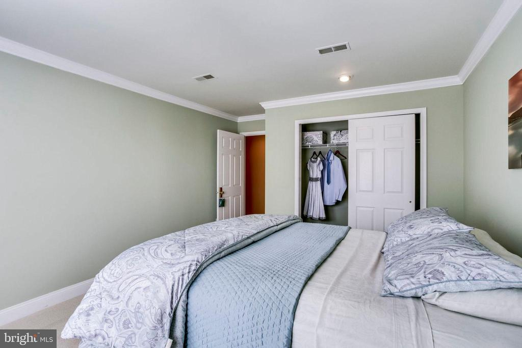 Upper  level bedroom 2 - 10522 DUNN MEADOW RD, VIENNA