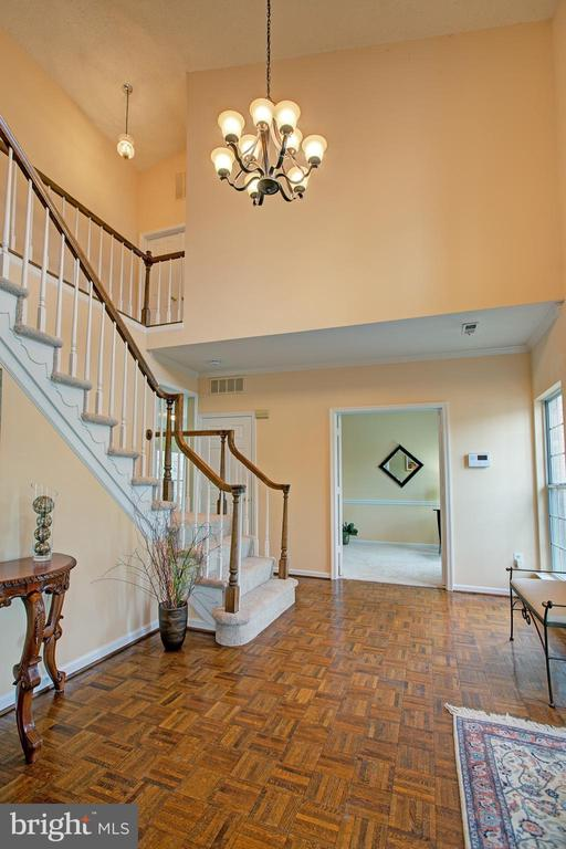 Spacious entry to greet visitors - 12311 CLIVEDEN ST, HERNDON
