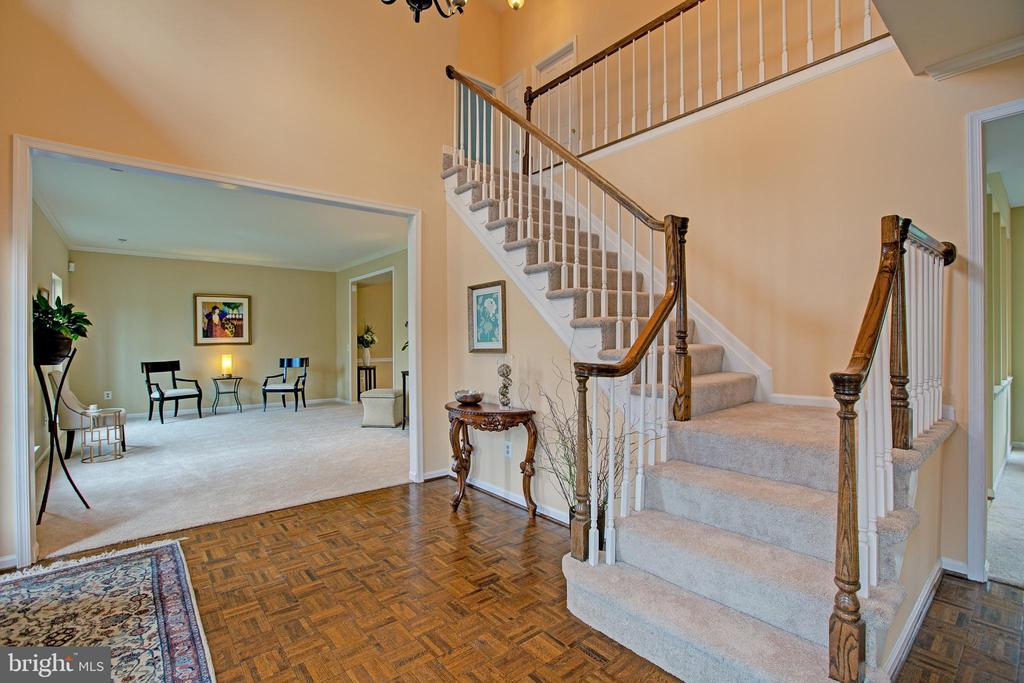 Elegant turned staircase and 2 story foyer - 12311 CLIVEDEN ST, HERNDON