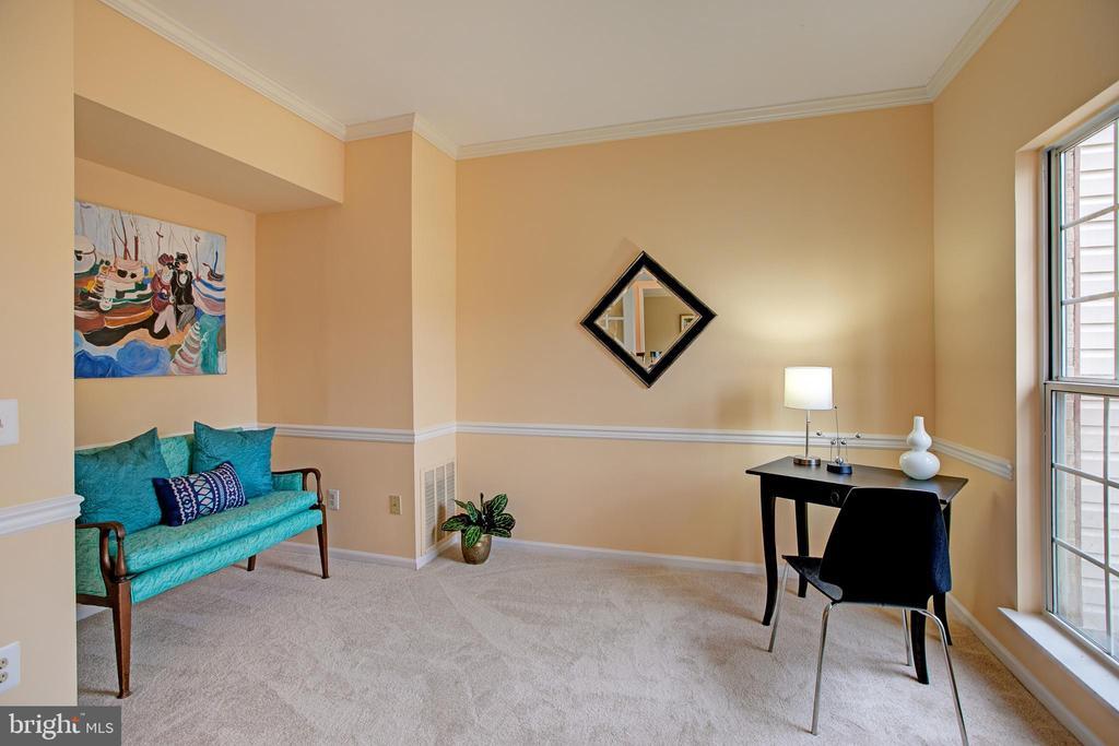 Main level den/office - 12311 CLIVEDEN ST, HERNDON