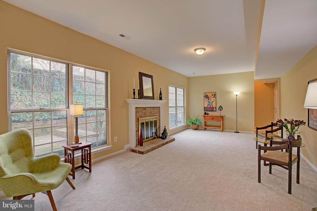 Large Family Room has gas fireplace & big windows - 12311 CLIVEDEN ST, HERNDON
