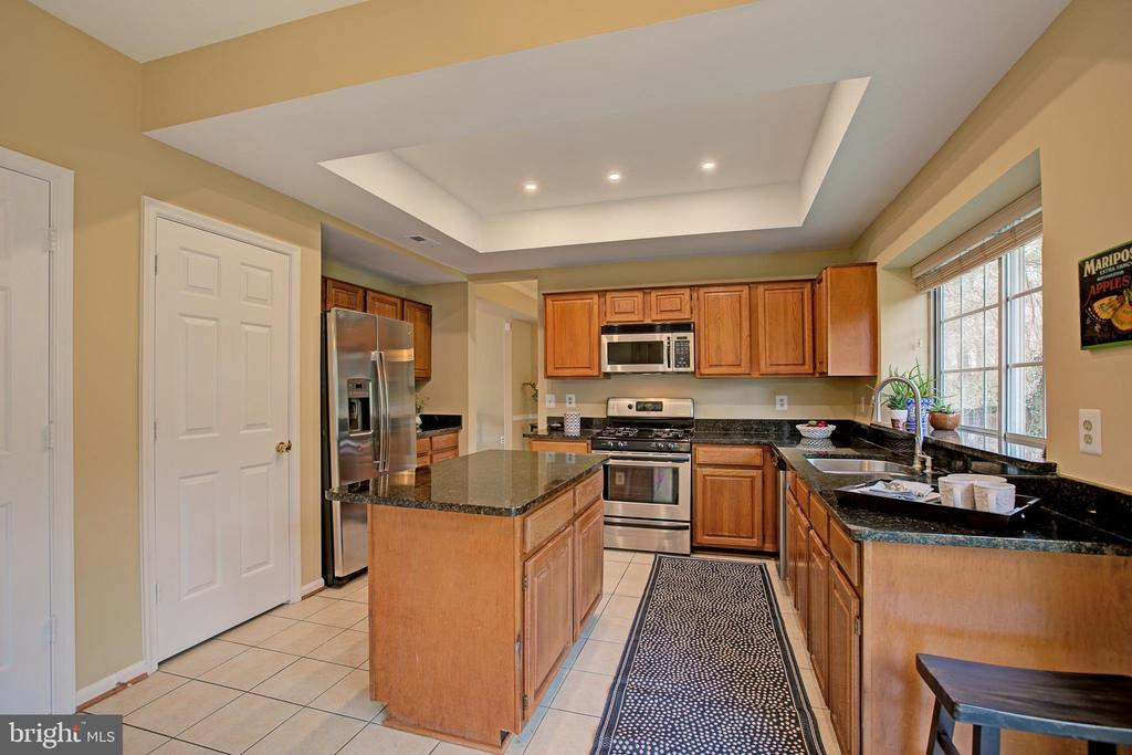Kitchen has 3 pantries - 12311 CLIVEDEN ST, HERNDON