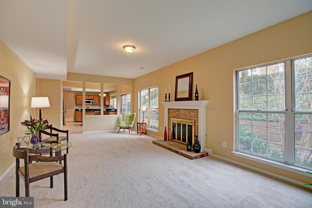 Great space and flow thru all the rooms - 12311 CLIVEDEN ST, HERNDON