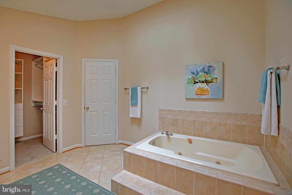 Updated and spacious - 12311 CLIVEDEN ST, HERNDON