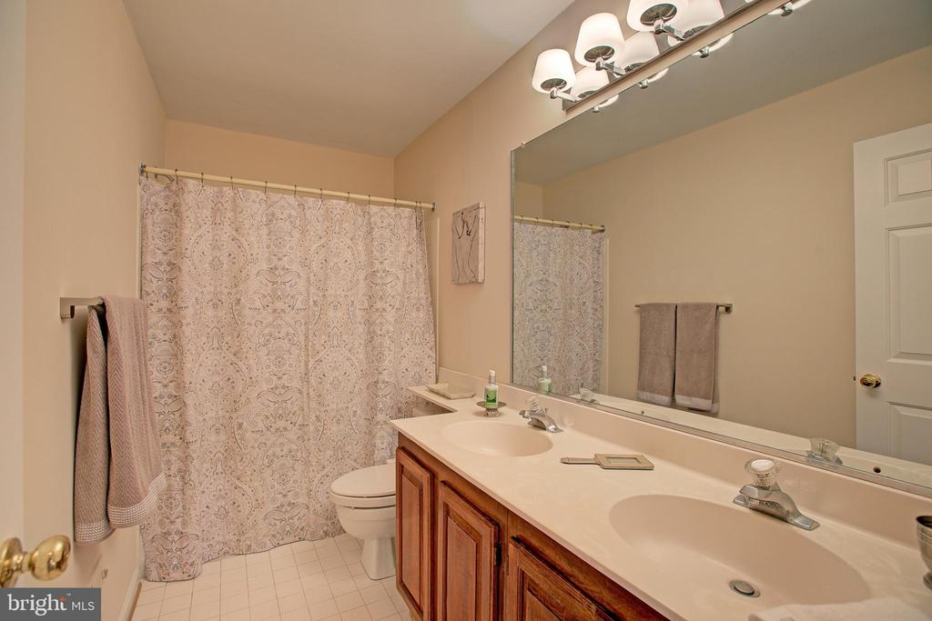 Hall Bath with 2 sinks - 12311 CLIVEDEN ST, HERNDON