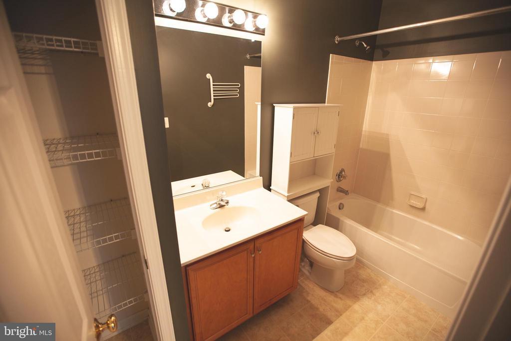 Full Bathroom on Main Level - 42839 SYKES TER, CHANTILLY